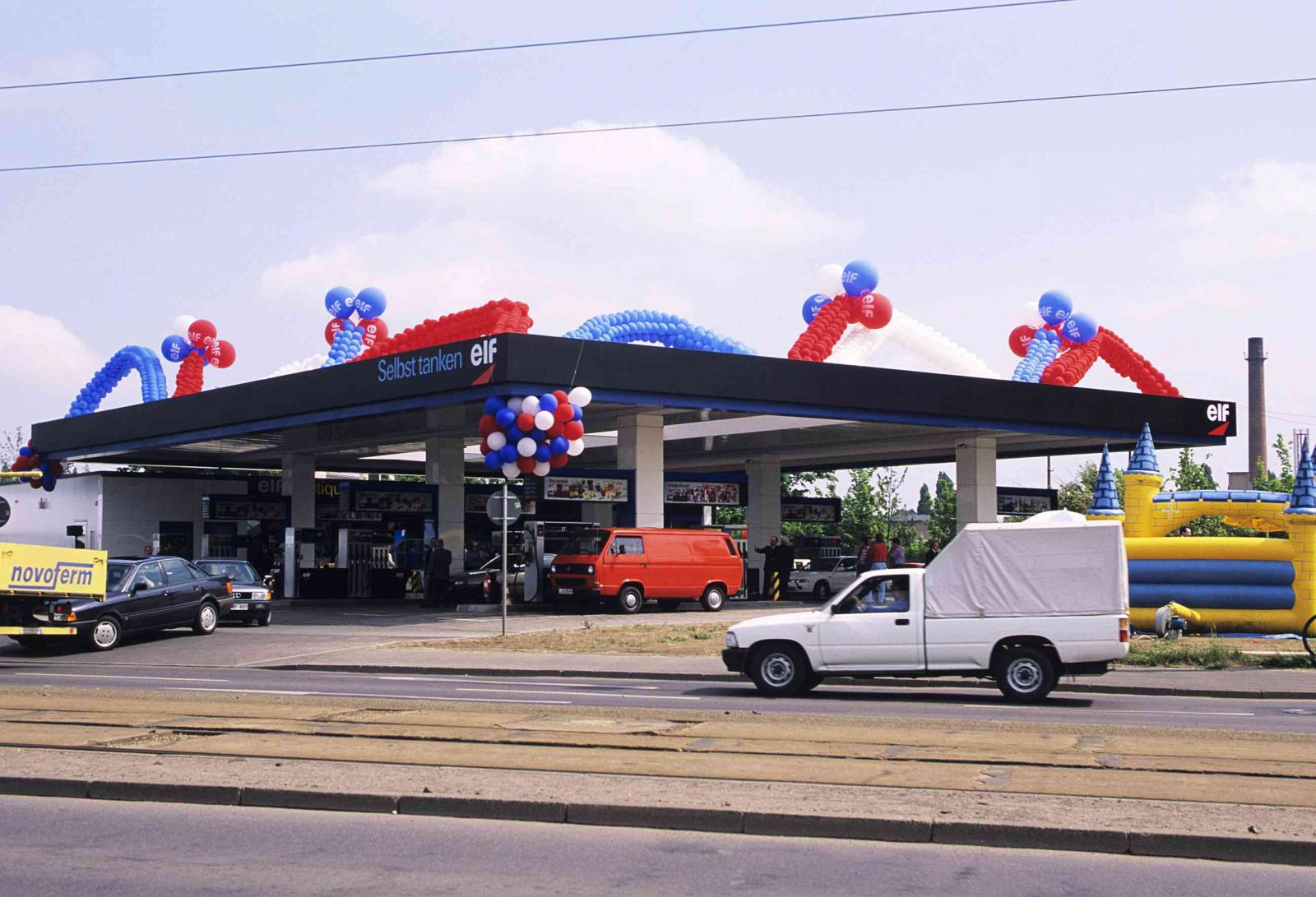 Inauguration of the Elf-Minol gas station in Leipzig