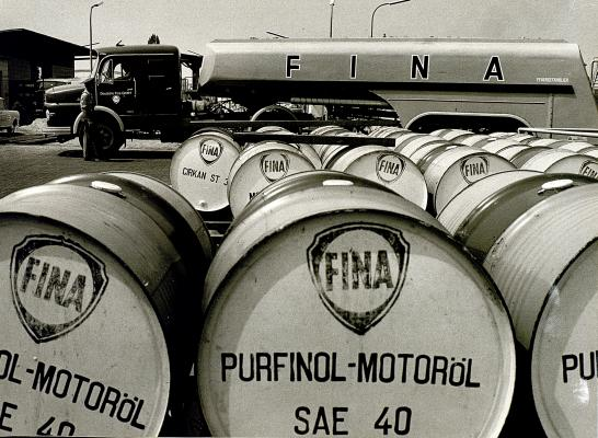 Purfinol-Motoröl cans stored in Heilbronn depot in Germany (1960)
