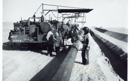 Construction d'un pipeline entre Hassi Messaoud et le port pétrolier de Bougie (1958-1959) : soudure